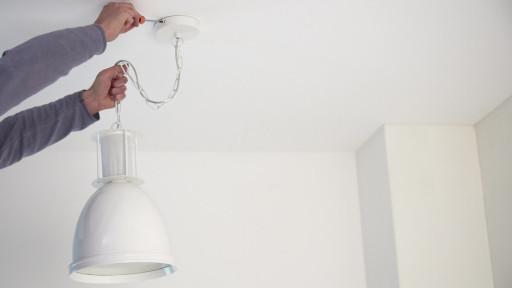 Woonkamer Verlichting Pendelarmatuur : Hanglamp ophangen? bekijk de klusvideo karwei